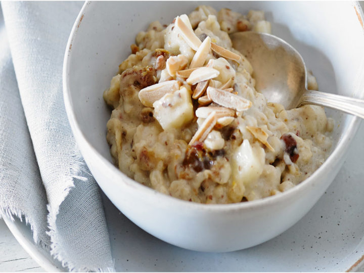 Oatmeal with Apples and Dates
