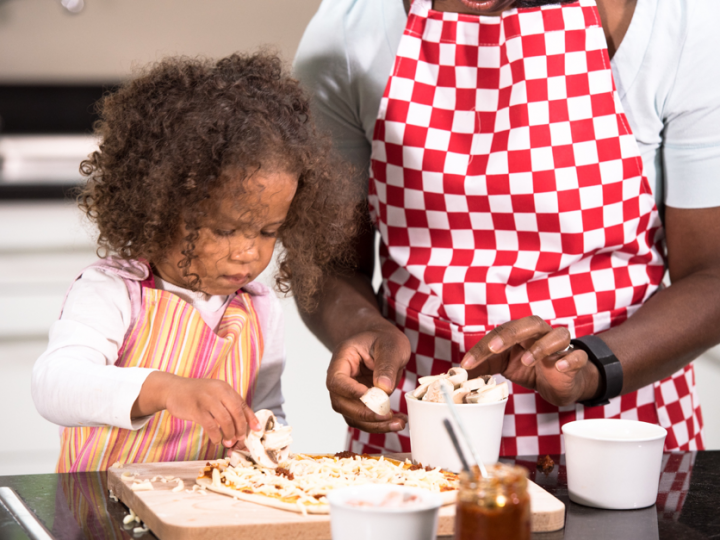 9 ACTIVITIES TO ENGAGE YOUR TODDLER WHILE YOU COOK DINNER.